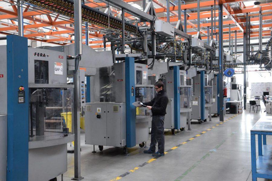 Desmontaje-de-maquinaria-industrial